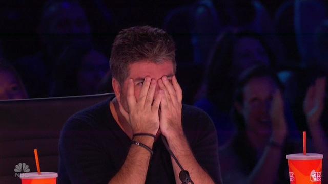 Chết cười với vẻ đơ của Simon Cowell trong Americas Got Talent - Ảnh 8.