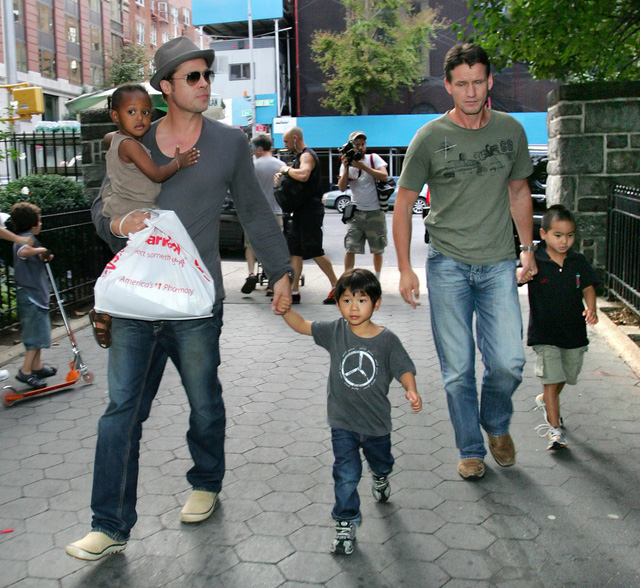 Cựu vệ sĩ nhà Jolie-Pitt xin nghỉ việc vì kiệt sức - Ảnh 2.