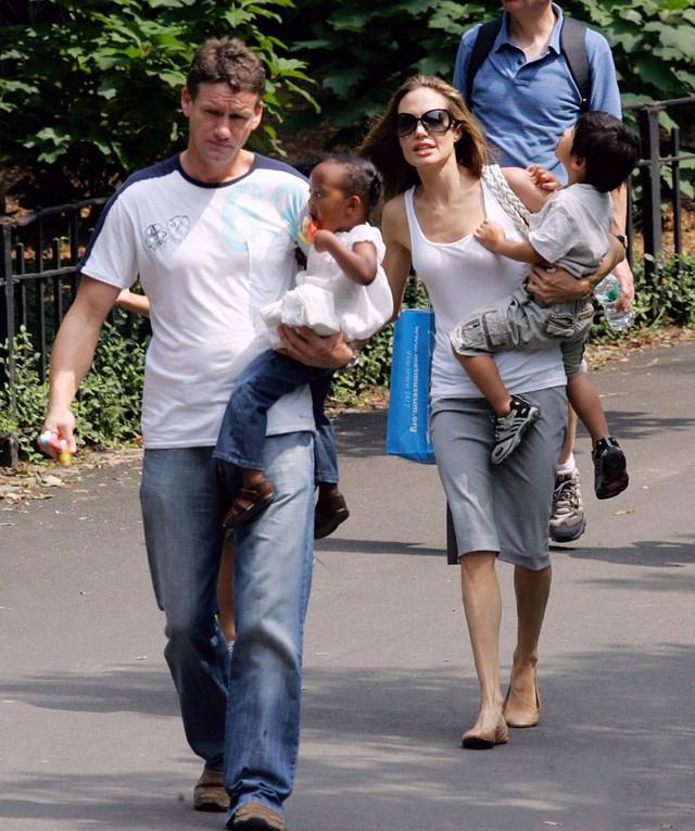 Cựu vệ sĩ nhà Jolie-Pitt: Tôi là cha không chính thức của bọn trẻ - Ảnh 2.