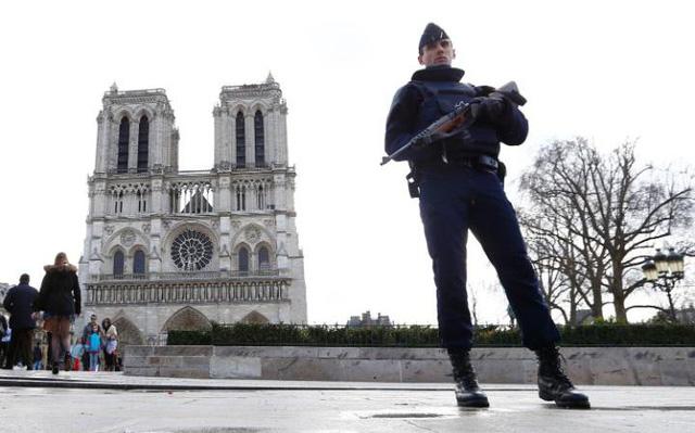 Pháp bắt giữ thêm 2 đối tượng tình nghi trong vụ xy lanh khí đốt - Ảnh 1.