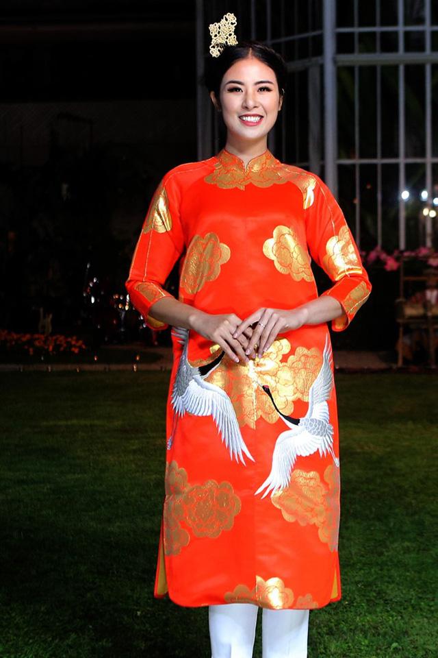 Hoa hậu Ngọc Hân sánh bước cùng người mẫu Pháp tại Paris - Ảnh 2.