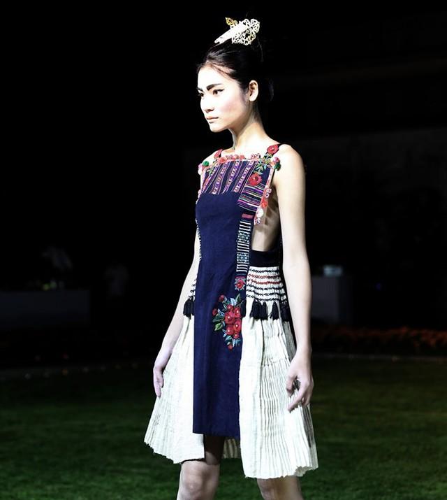 Hoa hậu Ngọc Hân sánh bước cùng người mẫu Pháp tại Paris - Ảnh 4.