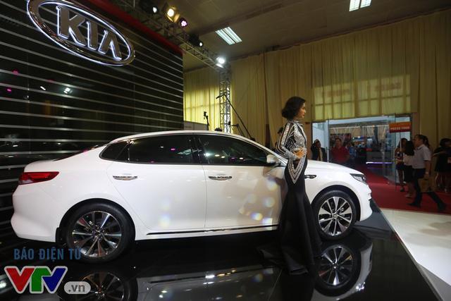 Hàng loạt mẫu xe hoàn toàn mới trình làng tại Triển lãm ô tô Việt Nam 2016 - Ảnh 7.