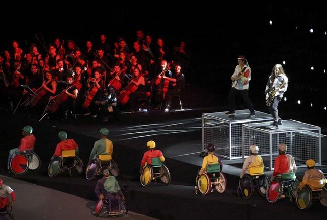 Bế mạc Paralympic Rio 2016: Ấn tượng mang đậm tính nhân văn - Ảnh 12.