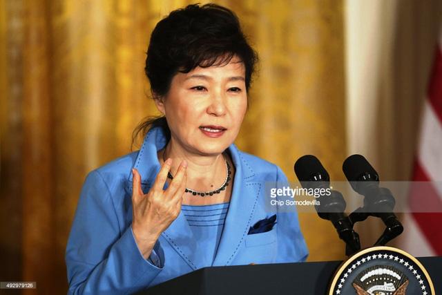 Tổng thống Hàn Quốc Park Geun-Hye trước sức ép từ chức lớn - Ảnh 4.