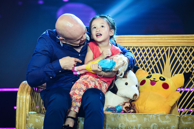 Con gái Phan Đinh Tùng siêu đáng yêu trong Sài Gòn đêm thứ 7 - Ảnh 9.