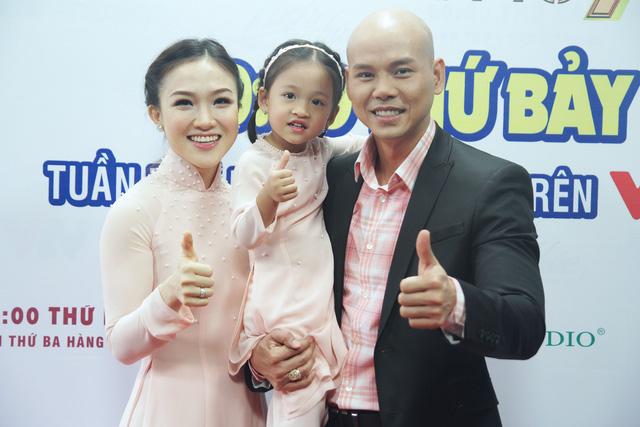 Con gái Phan Đinh Tùng siêu đáng yêu trong Sài Gòn đêm thứ 7 - Ảnh 6.
