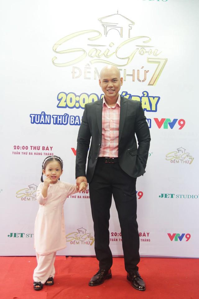 Con gái Phan Đinh Tùng siêu đáng yêu trong Sài Gòn đêm thứ 7 - Ảnh 7.
