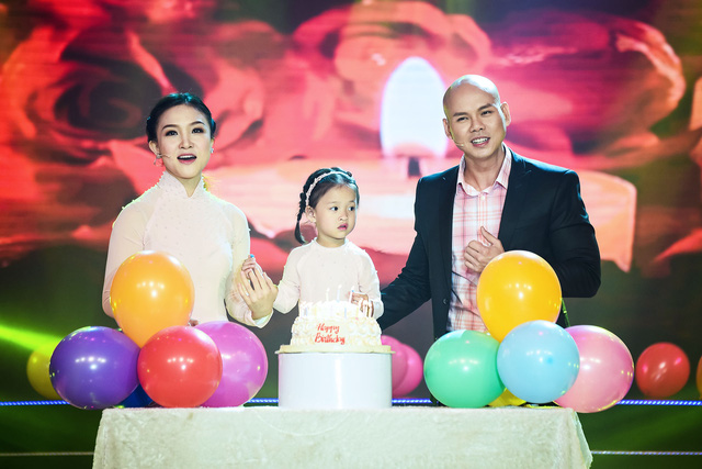 Con gái Phan Đinh Tùng siêu đáng yêu trong Sài Gòn đêm thứ 7 - Ảnh 10.