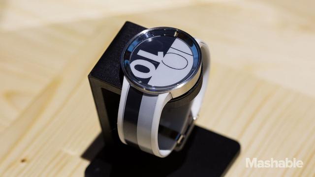 Sony ra mắt thế hệ đồng hồ thông minh thứ 2 sử dụng màn hình e-paper - Ảnh 1.