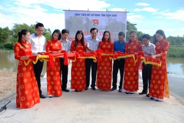 Khánh thành cầu nông thôn do Tỉnh đoàn Bình Định triển khai - Ảnh 1.