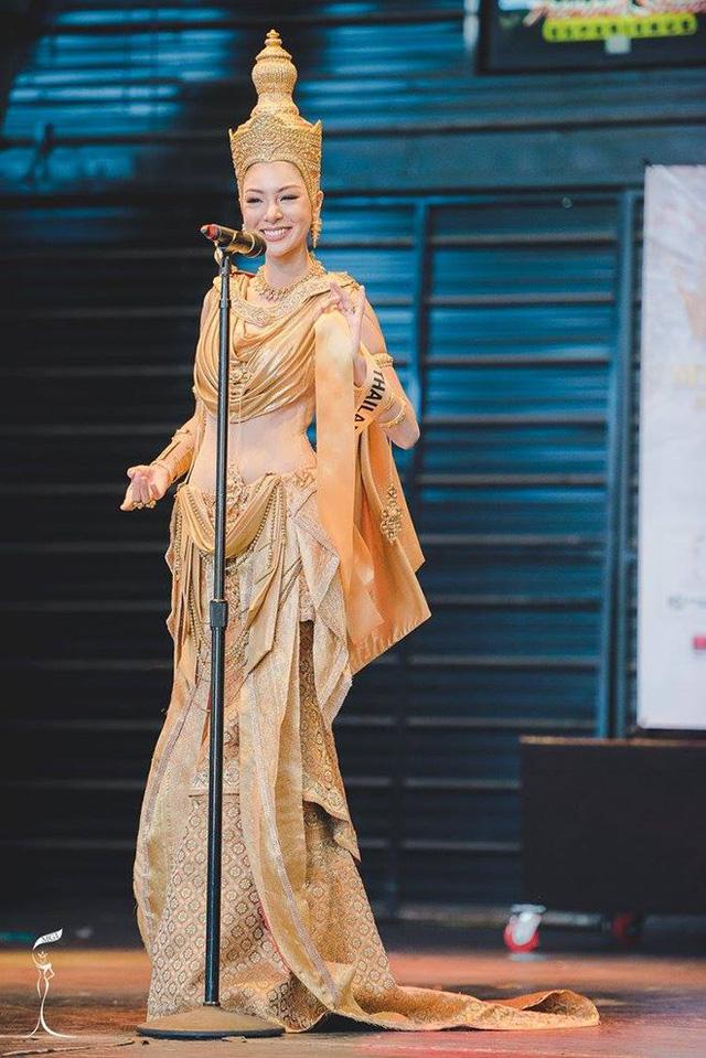 Áo tứ thân của Nguyễn Thị Loan lọt top 10 trang phục dân tộc đẹp nhất - Ảnh 2.