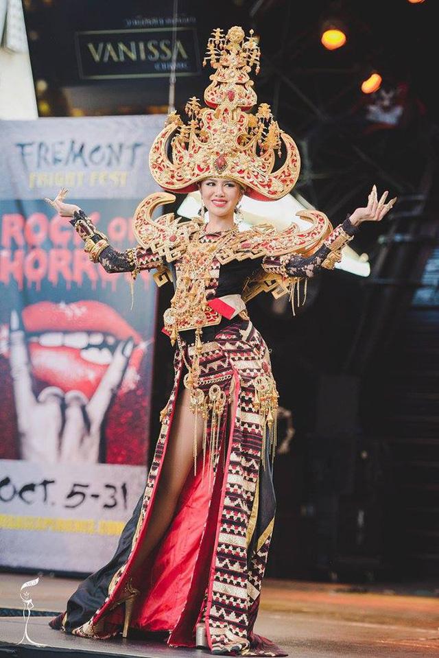Áo tứ thân của Nguyễn Thị Loan lọt top 10 trang phục dân tộc đẹp nhất - Ảnh 3.