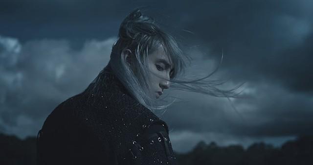 Sơn Tùng M-TP gây bất ngờ với tạo hình cổ trang trong MV mới - Ảnh 1.