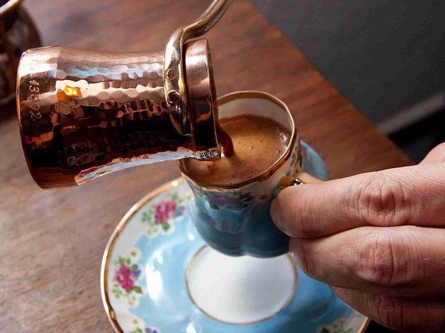 Cà phê sữa đá Việt Nam được chọn là thức uống đặc biệt nhất thế giới - Ảnh 2.