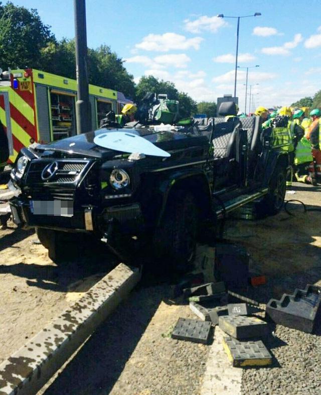 Xe sang của sao Ngoại hạng Anh nát bét sau tai nạn kinh hoàng - Ảnh 2.