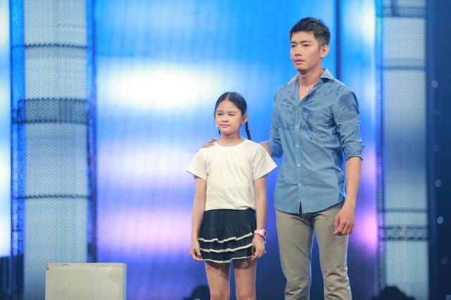 Hoán đổi: Quang Đăng tình cảm đệm đàn cho Hương Giang Idol - Ảnh 4.