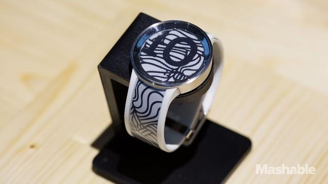 Sony ra mắt thế hệ đồng hồ thông minh thứ 2 sử dụng màn hình e-paper - Ảnh 2.