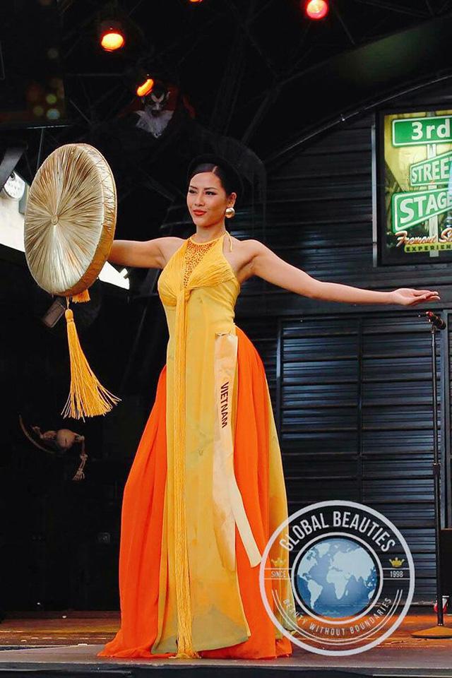 Áo tứ thân của Nguyễn Thị Loan lọt top 10 trang phục dân tộc đẹp nhất - Ảnh 1.