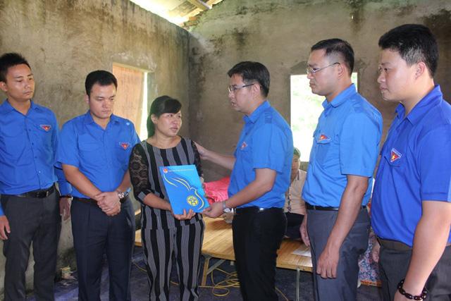 Đoàn thanh niên chia sẻ khó khăn với bà con vùng lũ Lào Cai - Ảnh 3.
