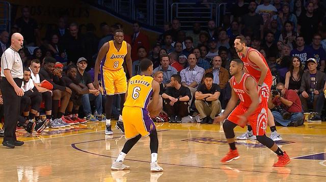 Los Angeles Lakers đánh bại Houston Rockets trong ngày ra quân - Ảnh 2.