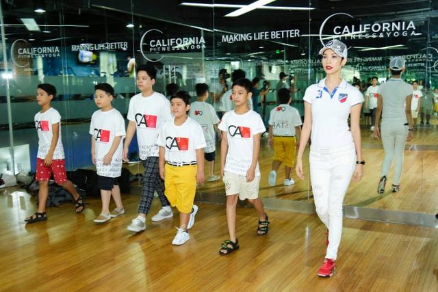Giọng hát Việt nhí 2016: Vũ Cát Tường mời Xuân Lan dạy catwalk cho học trò - Ảnh 3.