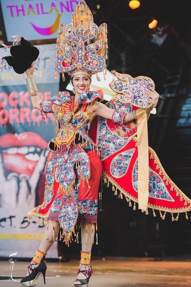 Áo tứ thân của Nguyễn Thị Loan lọt top 10 trang phục dân tộc đẹp nhất - Ảnh 5.