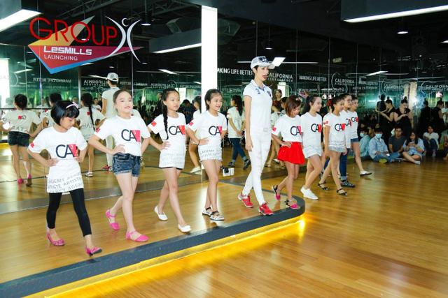 Giọng hát Việt nhí 2016: Vũ Cát Tường mời Xuân Lan dạy catwalk cho học trò - Ảnh 4.