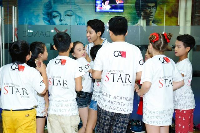 Giọng hát Việt nhí 2016: Vũ Cát Tường mời Xuân Lan dạy catwalk cho học trò - Ảnh 5.