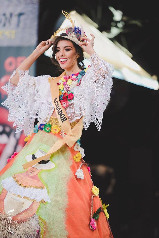 Áo tứ thân của Nguyễn Thị Loan lọt top 10 trang phục dân tộc đẹp nhất - Ảnh 8.