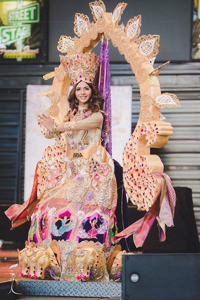 Áo tứ thân của Nguyễn Thị Loan lọt top 10 trang phục dân tộc đẹp nhất - Ảnh 9.
