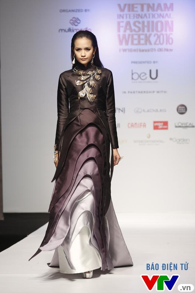Ngọc Châu mở màn Tuần lễ thời trang quốc tế Việt Nam Thu - Đông 2016 - Ảnh 1.