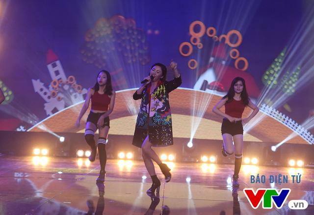 Văn Mai Hương khuấy động chung kết SV 2016 bằng bản hit mới - Ảnh 4.