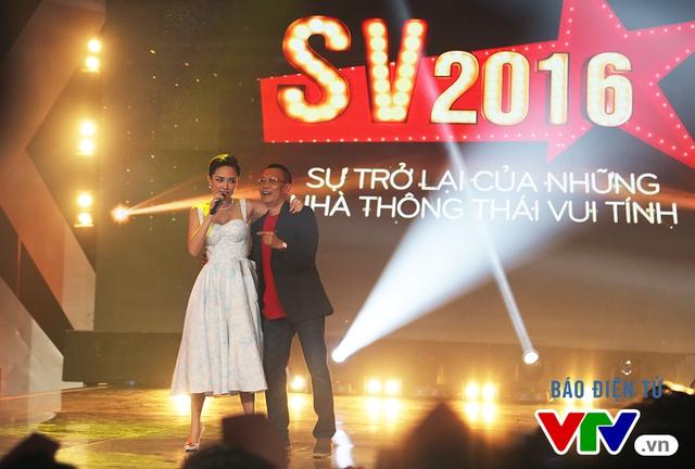 NB Lại Văn Sâm lóng ngóng thử sức với vũ điệu cồng chiêng - Ảnh 3.