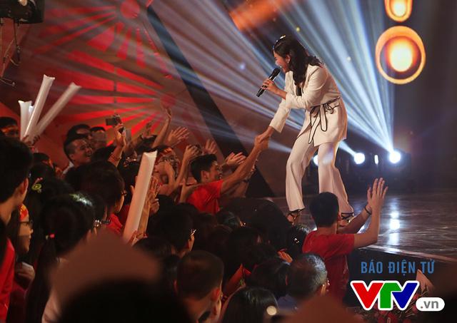 Văn Mai Hương khuấy động chung kết SV 2016 bằng bản hit mới - Ảnh 5.