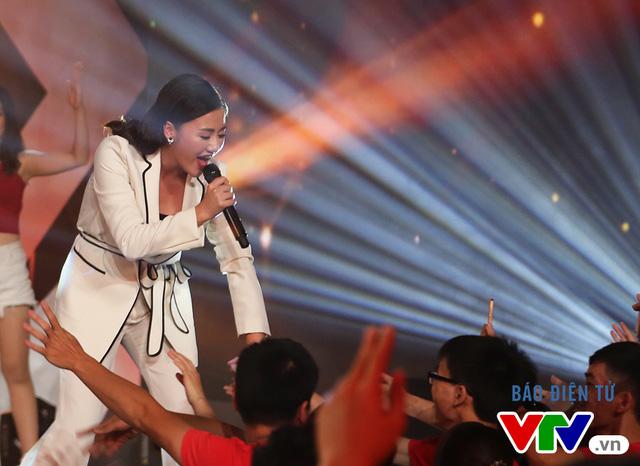 Văn Mai Hương khuấy động chung kết SV 2016 bằng bản hit mới - Ảnh 6.