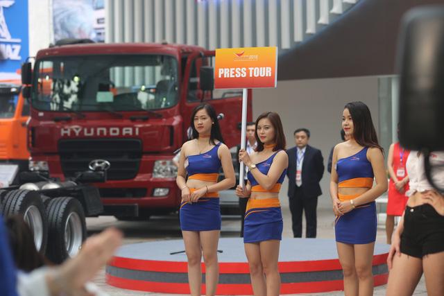Những bóng hồng tại Triển lãm ô tô Việt Nam 2016 - Ảnh 1.