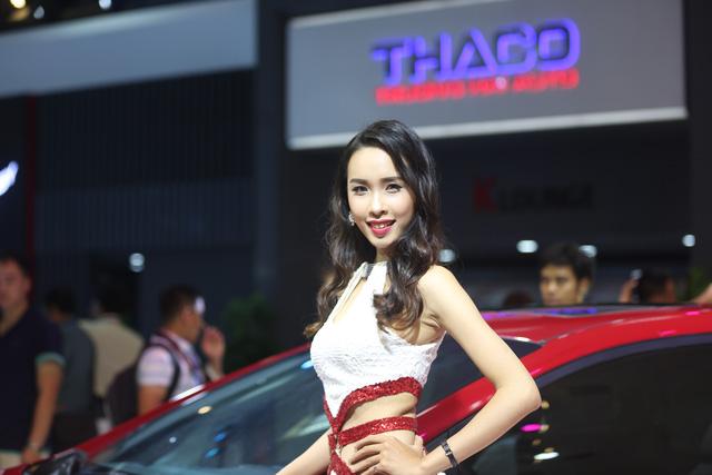 Những bóng hồng tại Triển lãm ô tô Việt Nam 2016 - Ảnh 5.