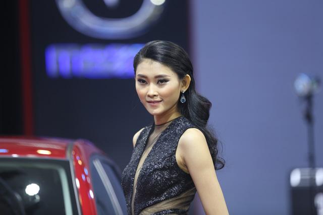 Những bóng hồng tại Triển lãm ô tô Việt Nam 2016 - Ảnh 3.