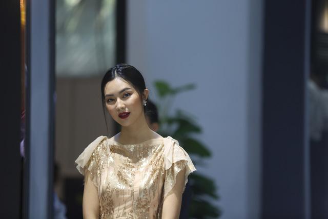Những bóng hồng tại Triển lãm ô tô Việt Nam 2016 - Ảnh 2.