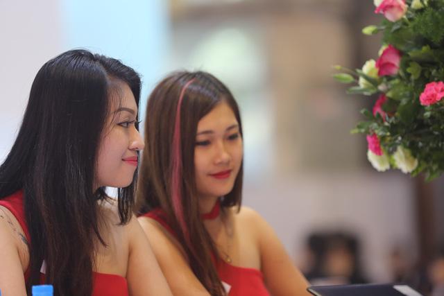 Những bóng hồng tại Triển lãm ô tô Việt Nam 2016 - Ảnh 11.