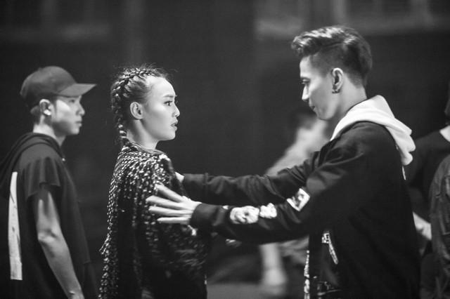 S.T (365) tình tứ ôm ấp cô Cám Ninh Dương Lan Ngọc trong MV mới - Ảnh 3.