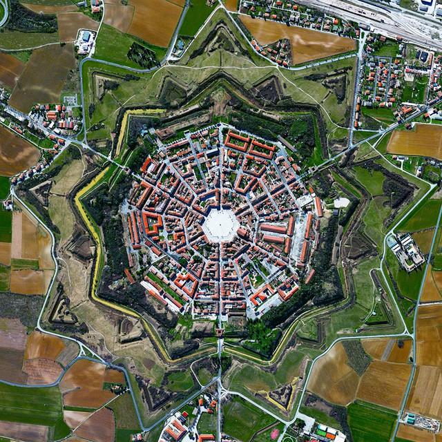 Ngắm thế giới ảo diệu từ góc chụp vệ tinh - Ảnh 2.