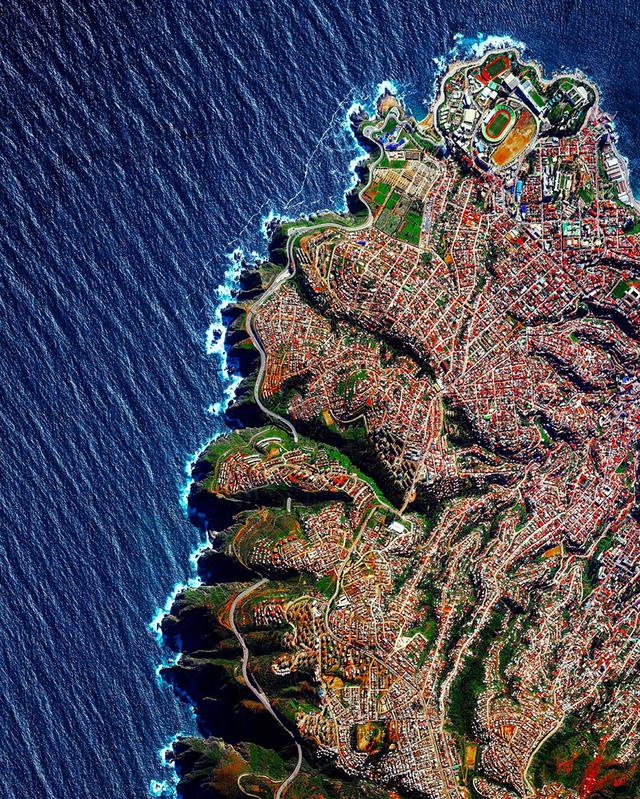 Ngắm thế giới ảo diệu từ góc chụp vệ tinh - Ảnh 1.