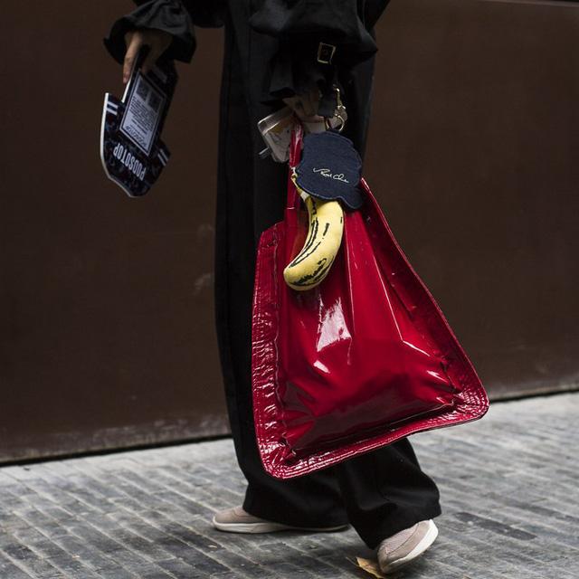 Những tín đồ thời trang Trung Quốc chơi trội bằng phụ kiện độc - Ảnh 3.