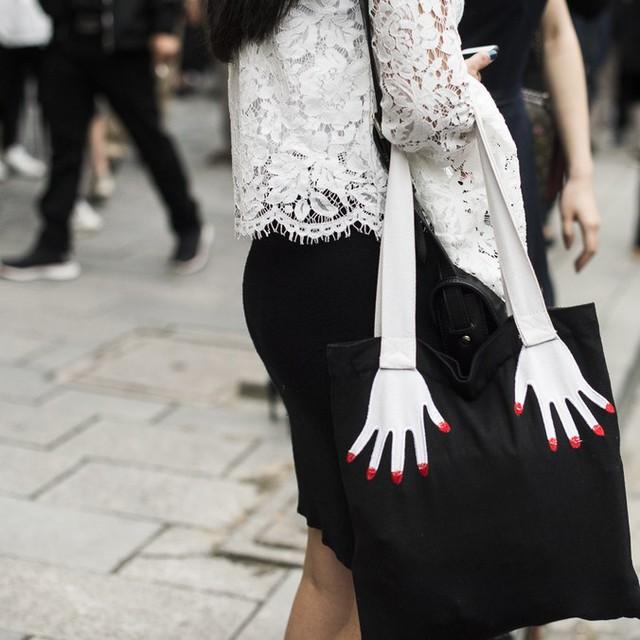 Những tín đồ thời trang Trung Quốc chơi trội bằng phụ kiện độc - Ảnh 1.