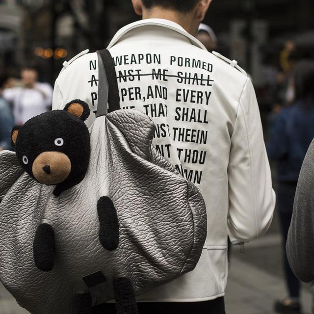 Những tín đồ thời trang Trung Quốc chơi trội bằng phụ kiện độc - Ảnh 2.
