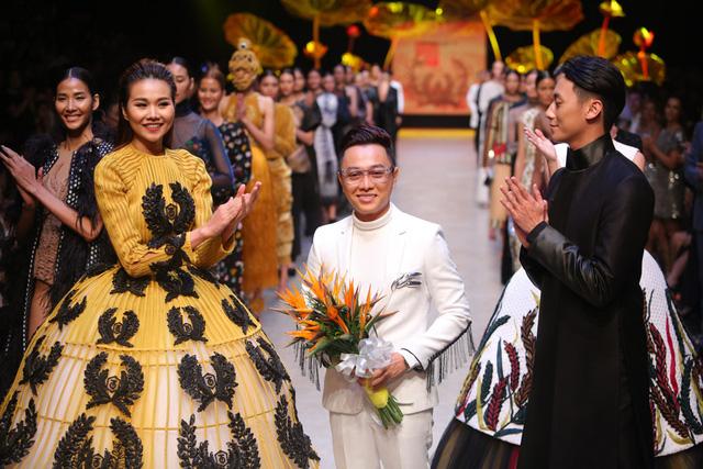 """Những """"ông hoàng"""" thiết kế Việt tại Tuần lễ thời trang quốc tế Việt Nam Thu - Đông 2016 - Ảnh 1."""