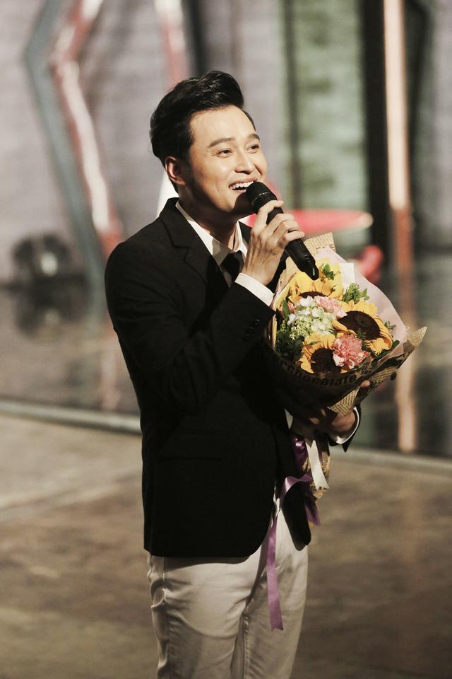 Muôn màu showbiz: Quang Vinh đãi fan Hà Nội với loạt hit cũ - Ảnh 5.