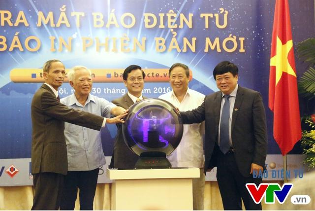 Thế giới và Việt Nam ra mắt báo điện tử và báo in phiên bản mới - Ảnh 1.